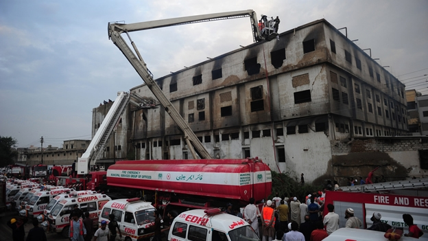 incendio-fabrica-pakistan-karchi